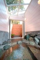 全天候型ペアガラス屋根付き貸切露天風呂