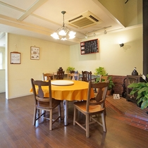 【レストラン】中華らしい丸テーブルもご用意。宴会やグループでのご利用におすすめ!