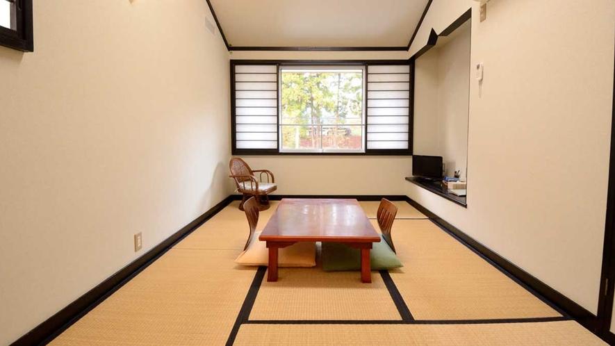 ・【和室8畳】天井が高いので、広く感じられると思います