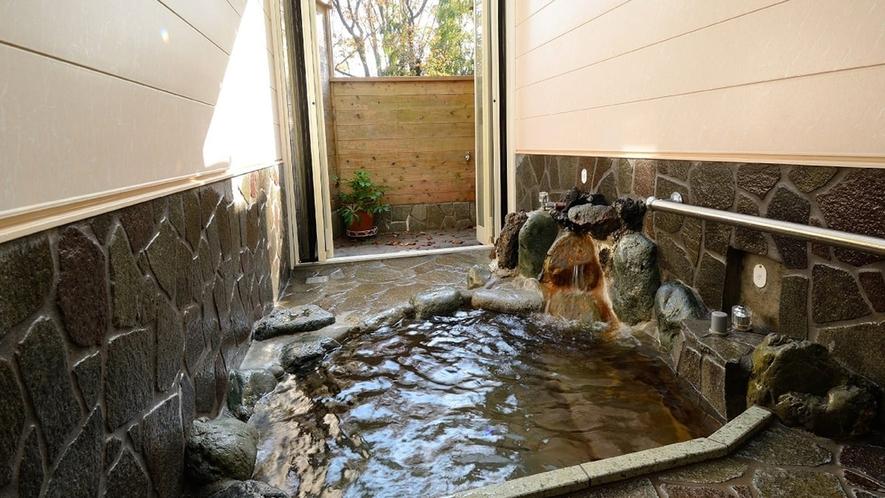 ・貸切家族風呂は半露天風呂です