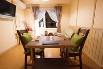 時間のかかる夕食コースはダイニングを使用せずお部屋食&完全個室でのお食事が可能なプランがございます。
