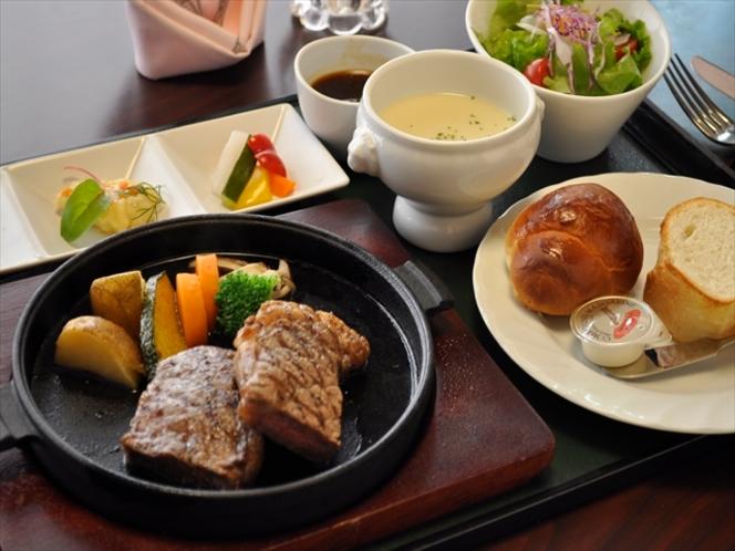 ステーキ御膳(パン)