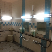 男性お風呂洗い場