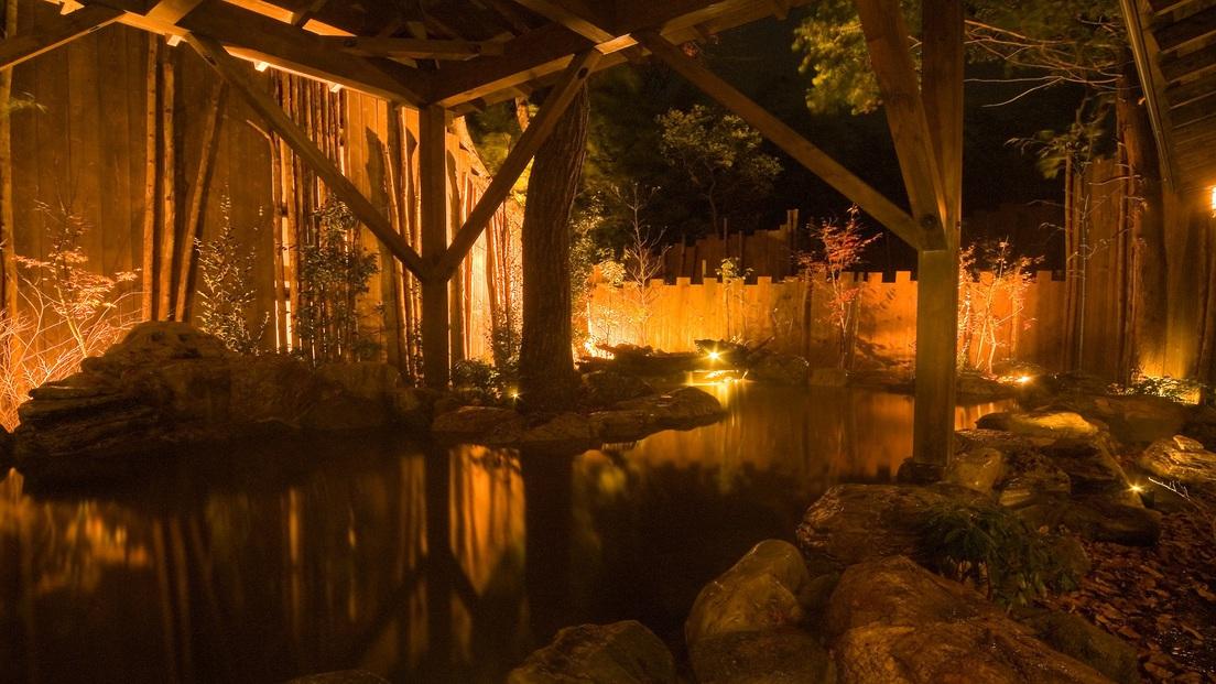 【大浴場:露天風呂】箱根の木々を照らす夜のライトアップ★