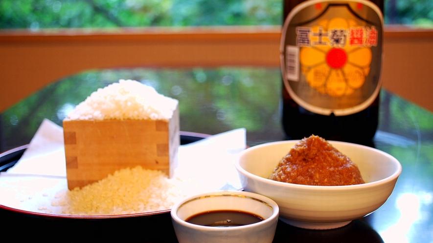 ★郷土の味わいを大切に。加賀こしひかり米、地元のお醤油、味噌を使用しております。