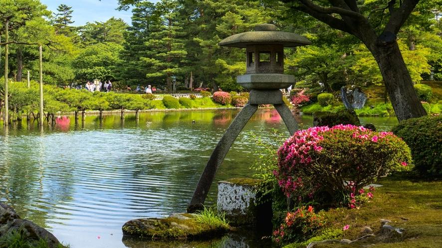 【春の兼六園・ことじ灯篭】※石川県の有名観光スポット。新緑が美しい。当館から車で約60分程です