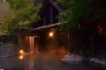 【早朝の露天風呂】