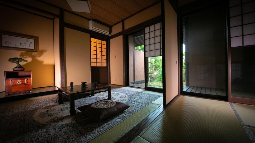 和の落ち着いた雰囲気をつくり出す、寛ぎの和室です。[全客室露天内湯付離れ]