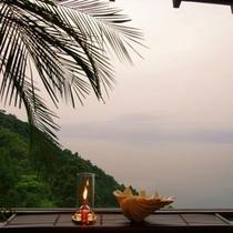 【レストラン】レストランから海を望む