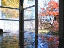 露天風呂の紅葉