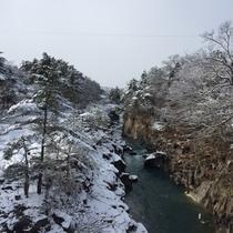 雪の厳美渓
