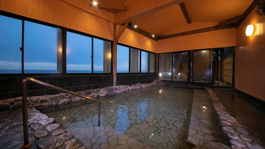 【スパリウム波音】露天のほかに内湯も併設。もちろんすべて自家源泉です