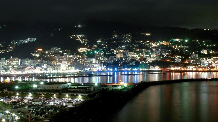 熱海市街地の夜景がご覧いただけるお部屋も。