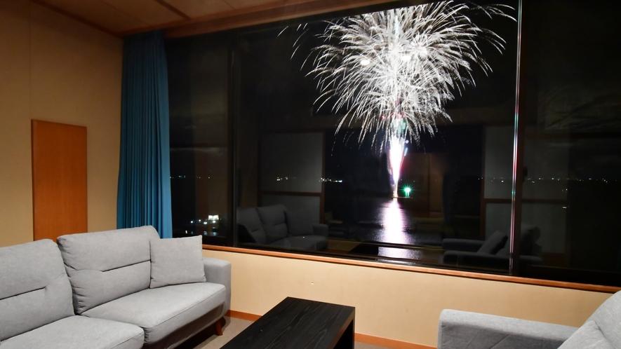 8月1~29日毎夜:閑雲棟和モダンのお部屋は花火が目の前