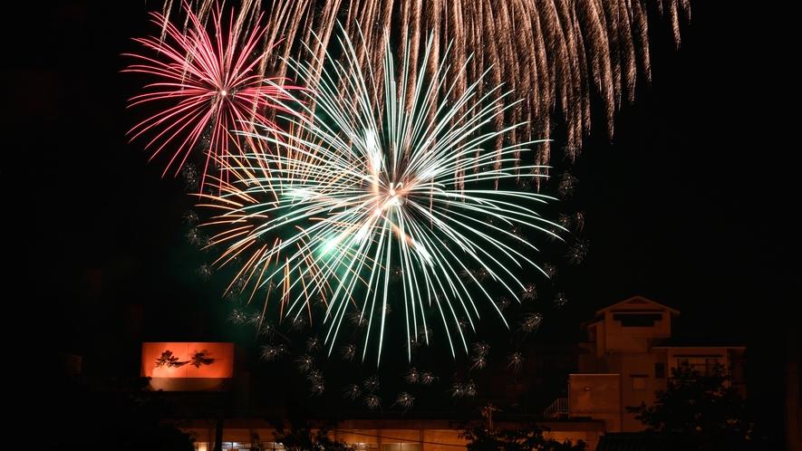 8月1~29日毎夜:当館玄関裏に上がる花火