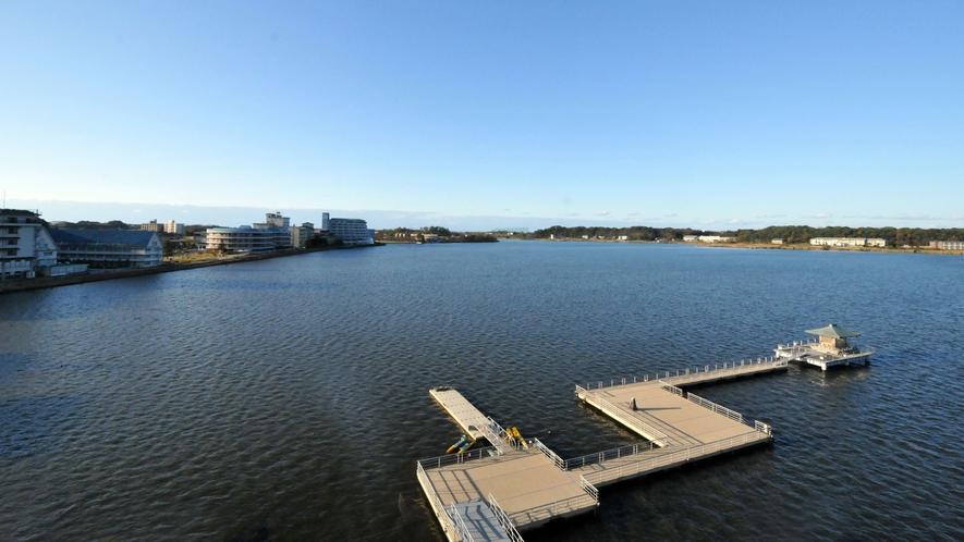 紫水館(角部屋)日本海側の湖畔側窓より