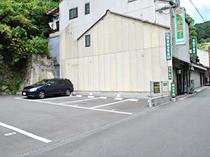 別館前駐車場