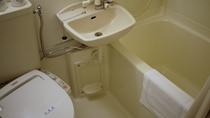 *お部屋はユニットバスです。トイレは温水洗浄付きで快適にご利用いただけます。