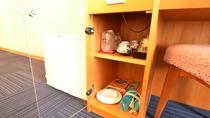 *客室備品は、テーブル下の棚にあります。