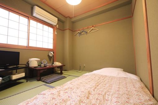 バストイレ共同 和室4.5畳(喫煙室)