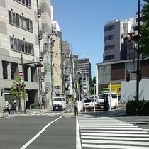 ホテルへのアクセス⑪まっすぐ進むと広瀬通という大通りに着きますので信号を渡ります。