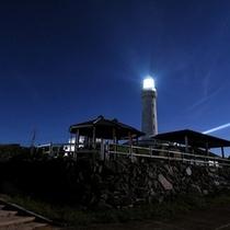 夜の角島灯台