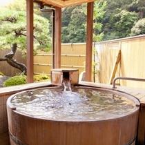 【貸切風呂】桶風呂「ほの香」。窓を開ければまるで露天感覚