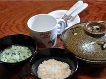 お粥やうどん等、簡単な離乳食もご準備可。1食300円で豆腐や野菜など選べるトッピングはいくつでも無料♪