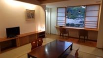 カップルや女子会に人気のモダン客室~窓からは日本庭園が眺められます