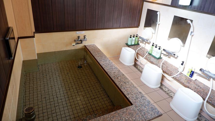 ・当施設には貸切の大浴場をご用意しております。旅の疲れを癒してください。