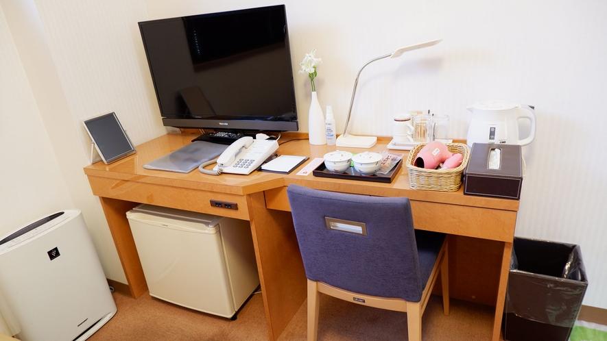・【洋室】デスクスペースがございますので、リモートワークにも最適なお部屋です。