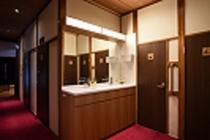 1階洗面台廊下