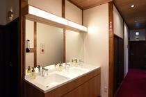 2階洗面台廊下