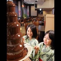 2色のチョコレートファウンテン