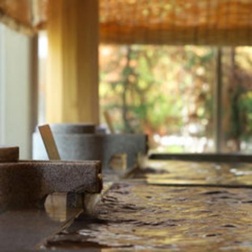 湯量豊富な3本の源泉を贅沢湯巡り