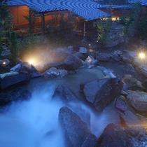 露天風呂から滝を眺めて至福のヒトトキ…♪※男性