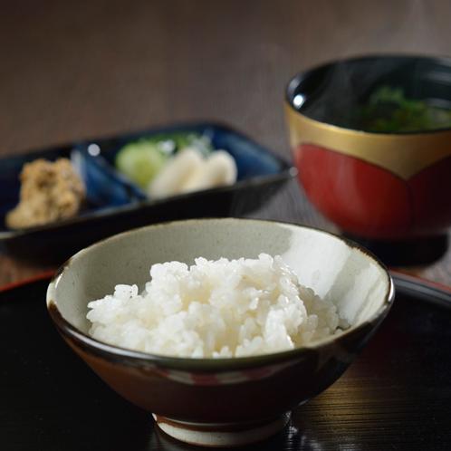 益子の器でいただく、栃木のお米をどうぞ
