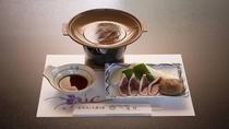 *【夕食(一例)】当館一番の魅力は「鴨」を使った鴨陶板となります