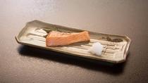 *【朝食(一例)】朝食にはやっぱり鮭の焼き魚♪朝から美味しいごはんを召し上がれ。