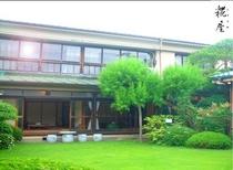 江戸時代からつづく当館の日本庭園