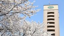 桜とルートイン金沢駅前