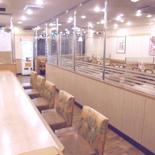 レストラン「デニーズ」店内