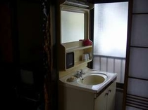 各部屋洗面台付きです。