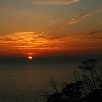 【天草の夕陽】東シナ海に沈む美しい夕陽を見にお散歩はいかがですか?歩いてすぐです