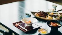 お食事は地魚を中心とした懐石料理