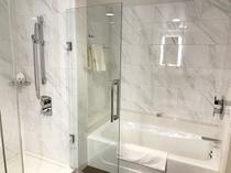 バスルーム例 (※クイーンベッドルームはシャワーのみ)