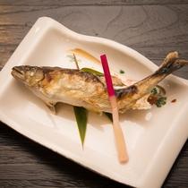 *【夕食一例】鮮度抜群の魚を調理しております。