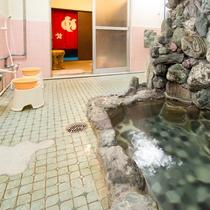 *【温泉(大浴場・女性)】八塩温泉は神経痛や筋肉痛、冷え性などに効果があるといわれております。