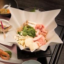 *【夕食一例】和風料理をお部屋でごゆっくりとお召し上がりいただけます。