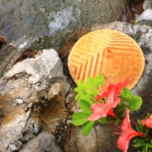 【露天風呂】開放感たっぷりの露天風呂からは錫杖岳と焼岳が望めます。